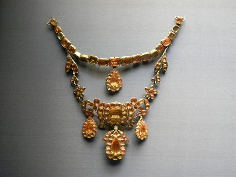 18th century Portuguese choker made of topazes, National Museum of Ancient Art