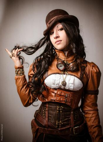 brown leather women steampunk look with hat and goggles